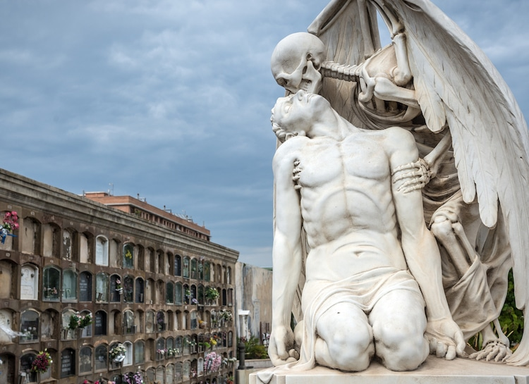 Kiss of Death Statue at Poblenou Cemetery in Barcelona