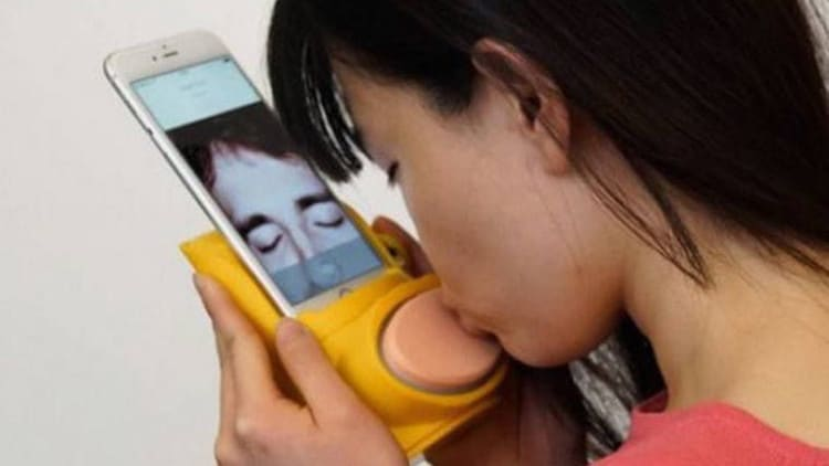 Kissenger Kiss Messenger