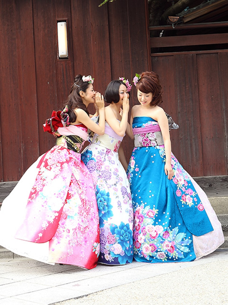 Japanese Strapless Wedding Dresses