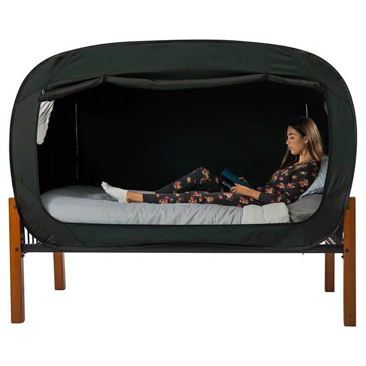 privacy pop bed tent privacy pop bed tent  sc 1 st  My Modern Met & Bed Tent by Privacy Pop Helps You Sleep Soundly When Youu0027re Anxious