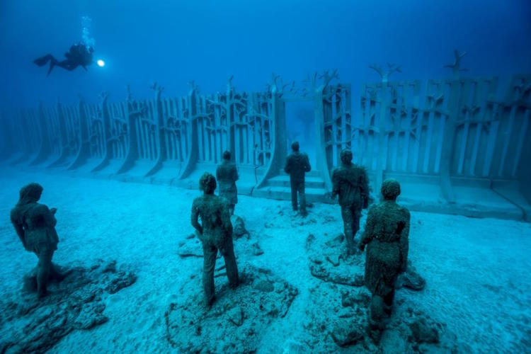 underwater sculpture jason decaires taylor museo atlantico lanzarote canary islands