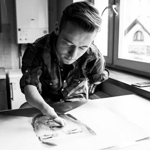 Mariusz Kedzierski photorealistic portraits art artist without arms