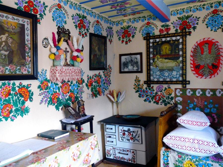 Zalipie pueblo pintado con flores Polonia