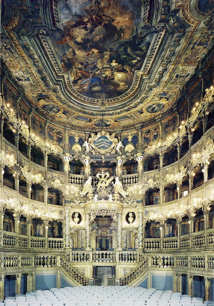 13 most beautiful opera houses around the world for Houses around the world