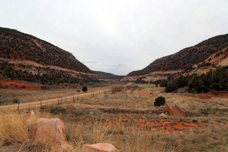 Cliff Haven Remote Utah House Built into Red Rocks
