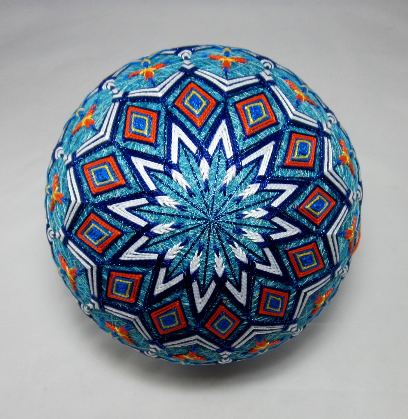 Temari balls with geometric patterns