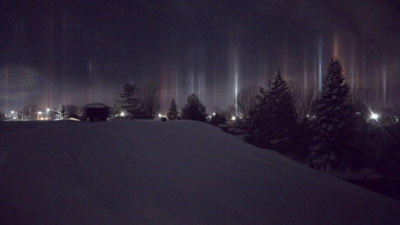 light pillars optical phenomena night sky ice crystals