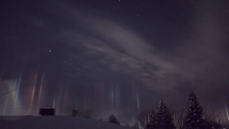 light pillars atmospheric optics night sky ice crystals