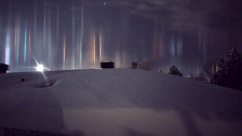 light pillars atmospheric optics night sky ice crystals illusion