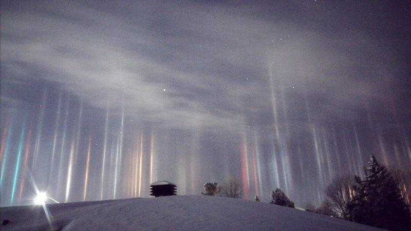 light pillars atmospheric optics night sky ice crystals optical illusion