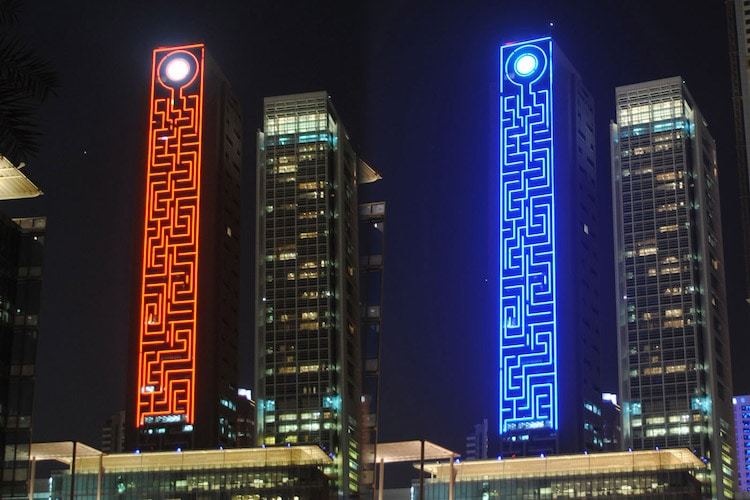 World S Largest Vertical Maze Illuminated With Thousands