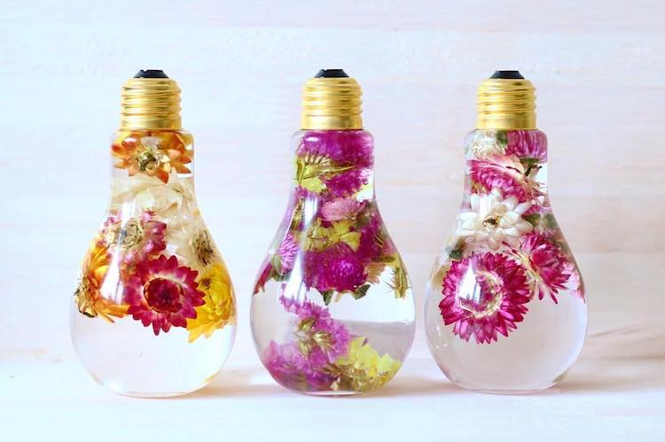 My Modern Met & Flower Light Bulb Vase Suspends Beautiful Blooms Like Prized ...