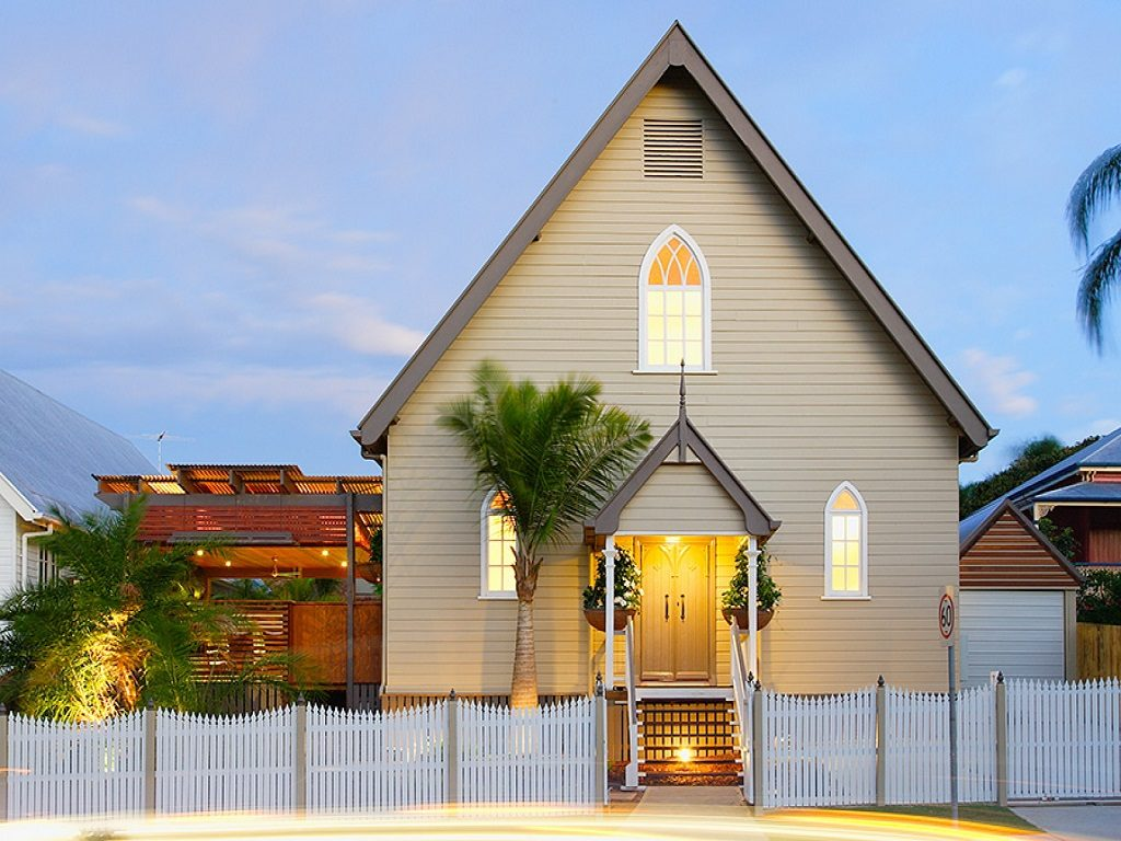 17 churches creatively converted into modern homes for Modern homes for sale chicago