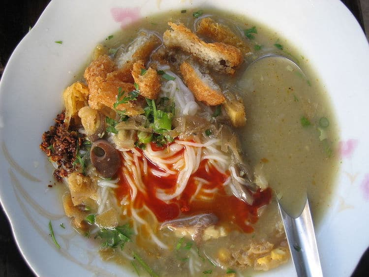 mohinga breakfast in myanmar