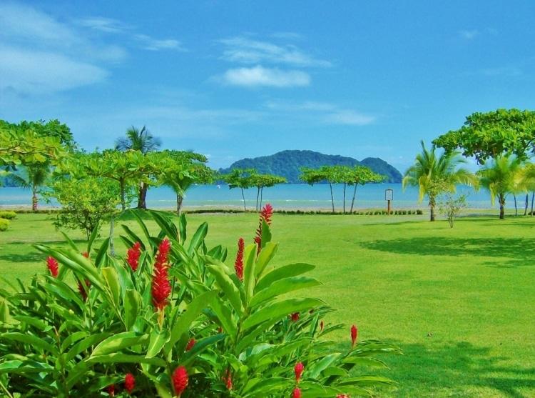costa rica 10 countries to visit cassie de pecol