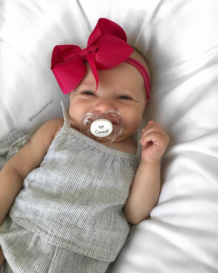thaise de mari c-section selfie newborn baby family photography