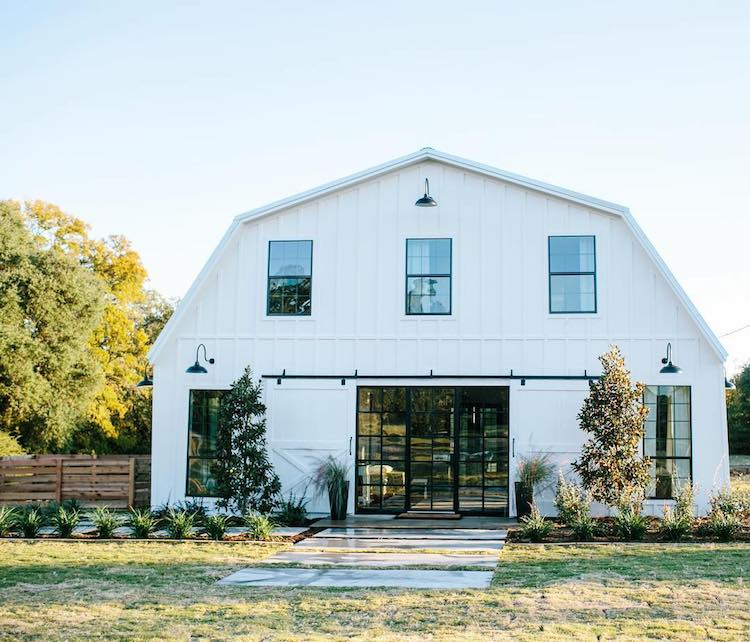 Texas barn completely transformed into a barndomindium for for Metal buildings into homes