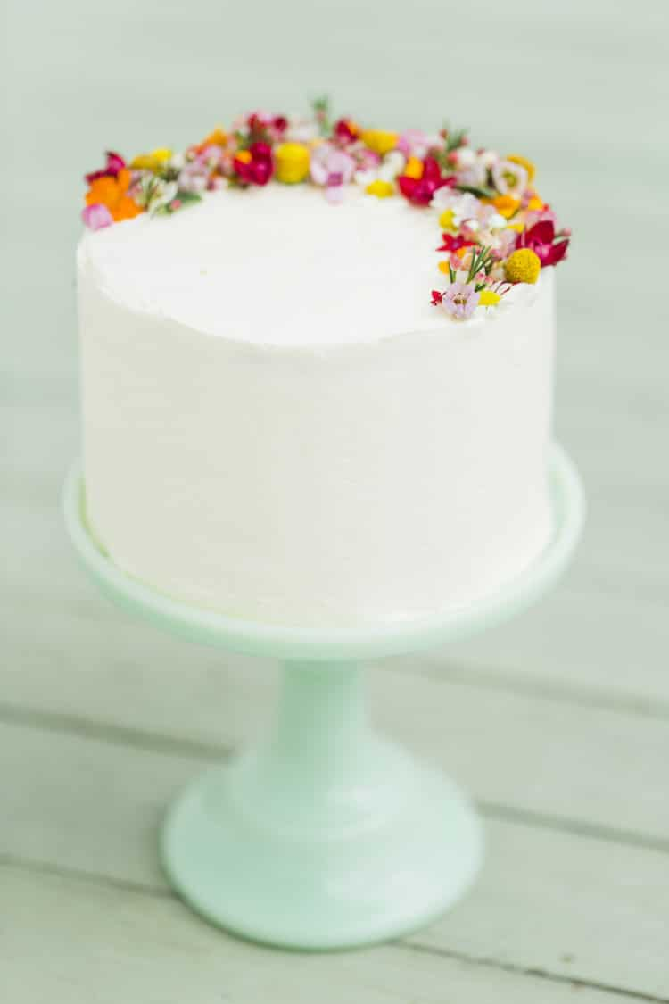 Decorating A Cake With Edible Flowers : Edible Flower Cakes Let You Enjoy Beautiful Blooms in ...