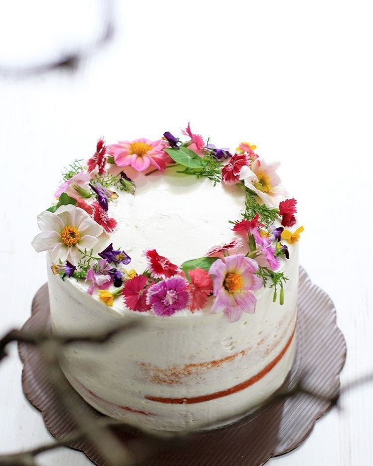 edible flowers for wedding cake decoration edible flower cakes let you enjoy beautiful blooms in 13899