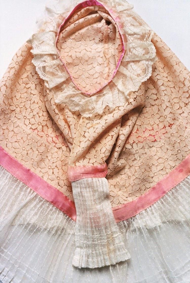 armario de frida kahlo ropa huipil de frida kahlo