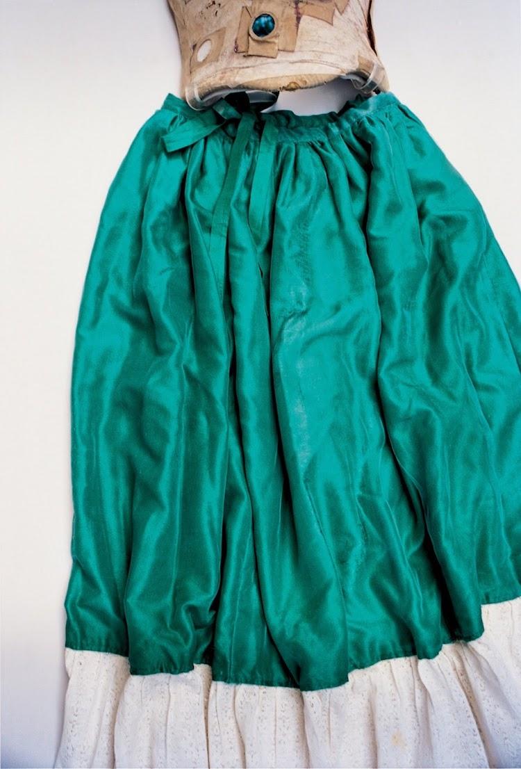 armario de frida kahlo ropa falda de frida kahlo