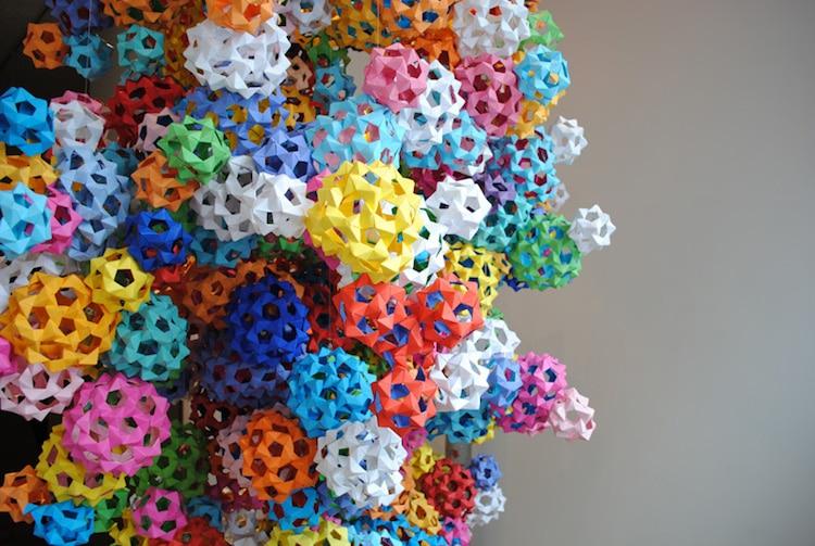 Instalación de origami de James Roper