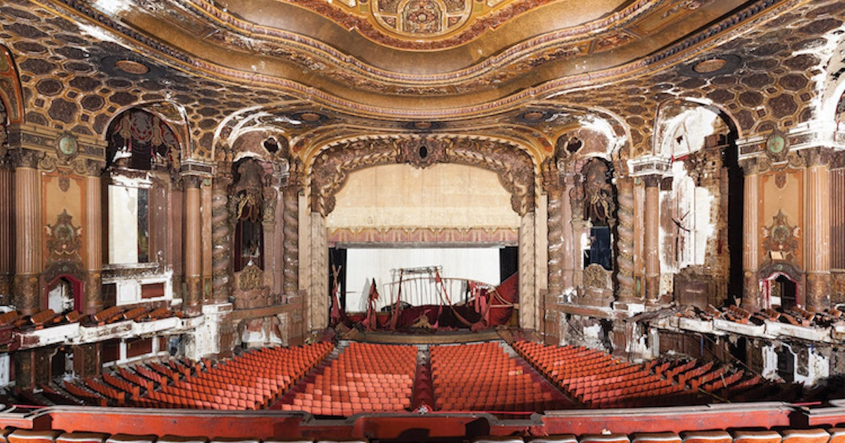 Stunning Photos Of Old Movie Theaters Across The United States