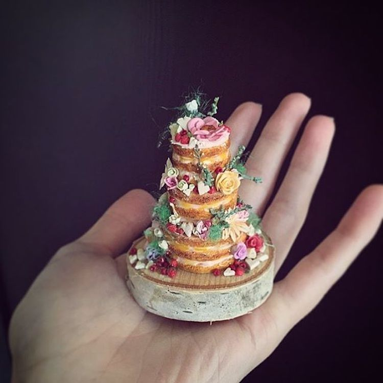 Artist Sculpts Clay Miniature Cakes That You Can Hold in ...