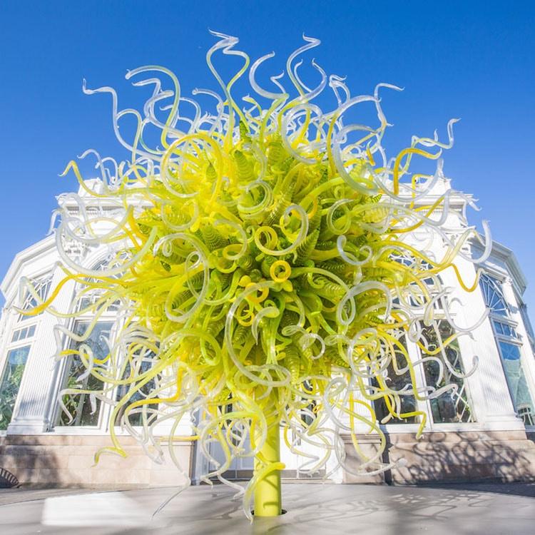 [Image: chihuly-garden-exhibition-new-york-botan...rden-2.jpg]