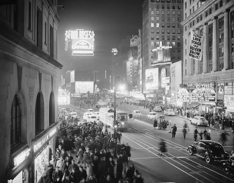 Daily Life In New York In The 1940s Told Through 25 B W Images