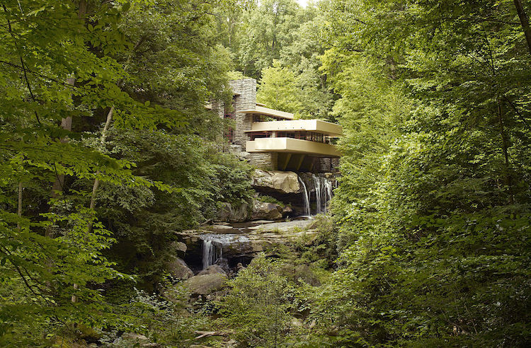 Fallingwater - Organic Architecture by Frank Lloyd Wright