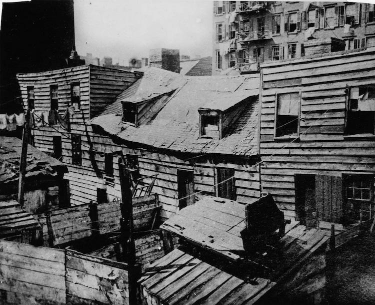Foto de viviendas decrépitas de Jacob Riis