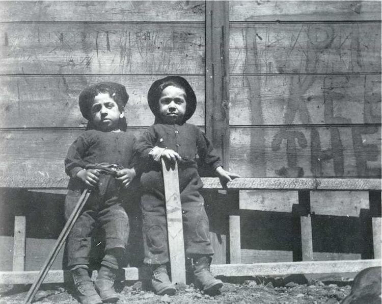 Foto de dos niños de Jacob Riis