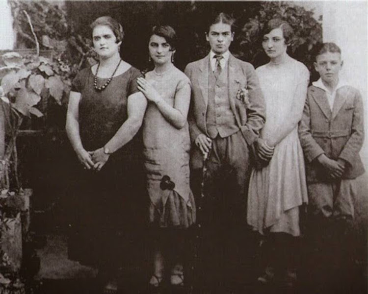Rare Frida Kahlo Photos Frida Kahlo in the 1920s Frida Photos