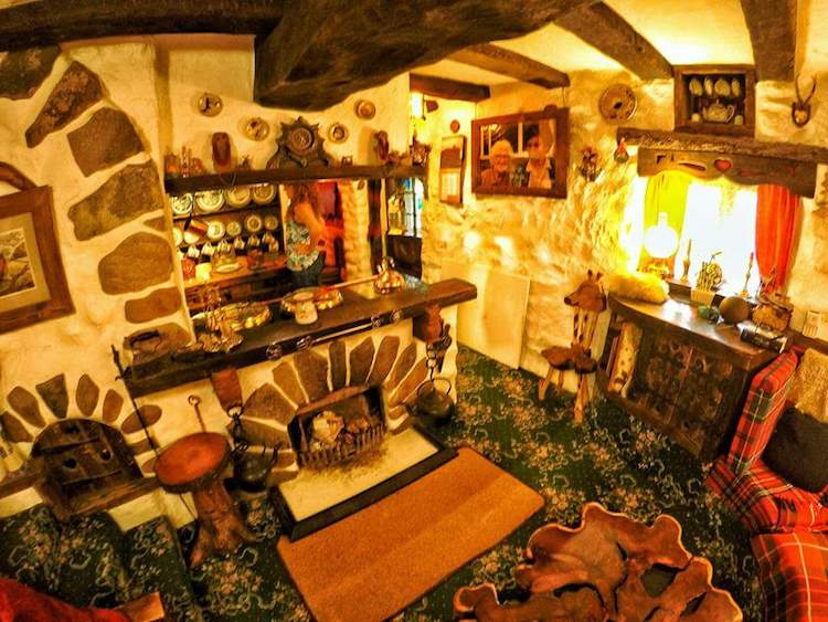 real life hobbit house imagines the fantastical book into a cozy home. Black Bedroom Furniture Sets. Home Design Ideas