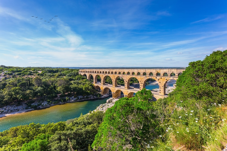 Architecture 101 10 types of architecture you must know for Pont du gard architecte