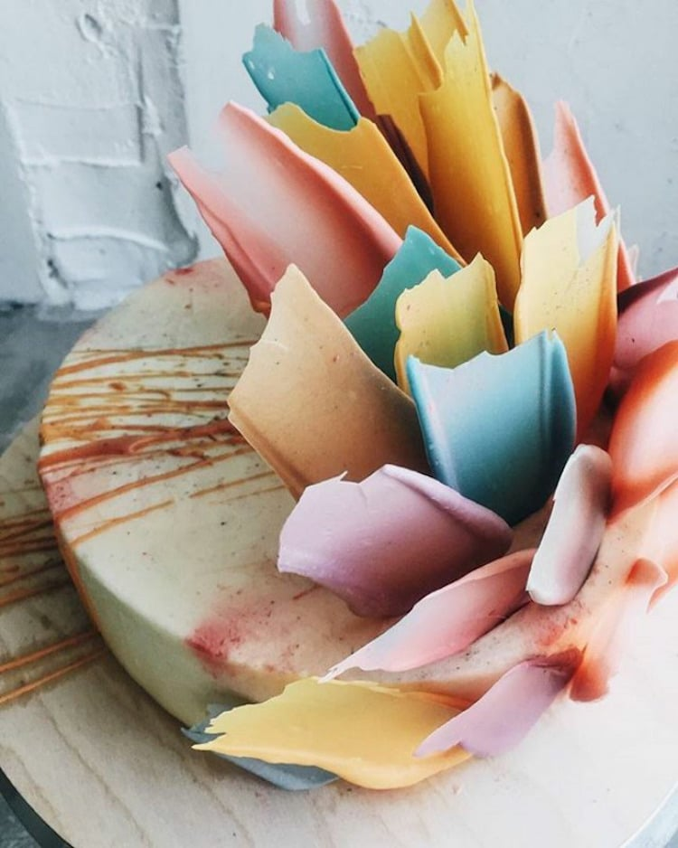 Brushstroke Cakes Put New Spin On Paint Splatter Cake Decorating Trend - Russian bakery uses brushstroke decorations to create the most amazing cakes