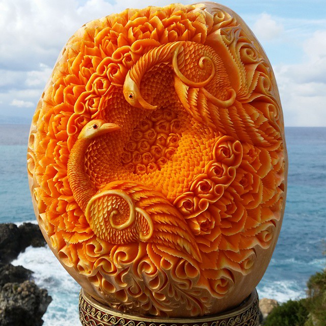 Artist creates amazing food carving that looks too good to eat