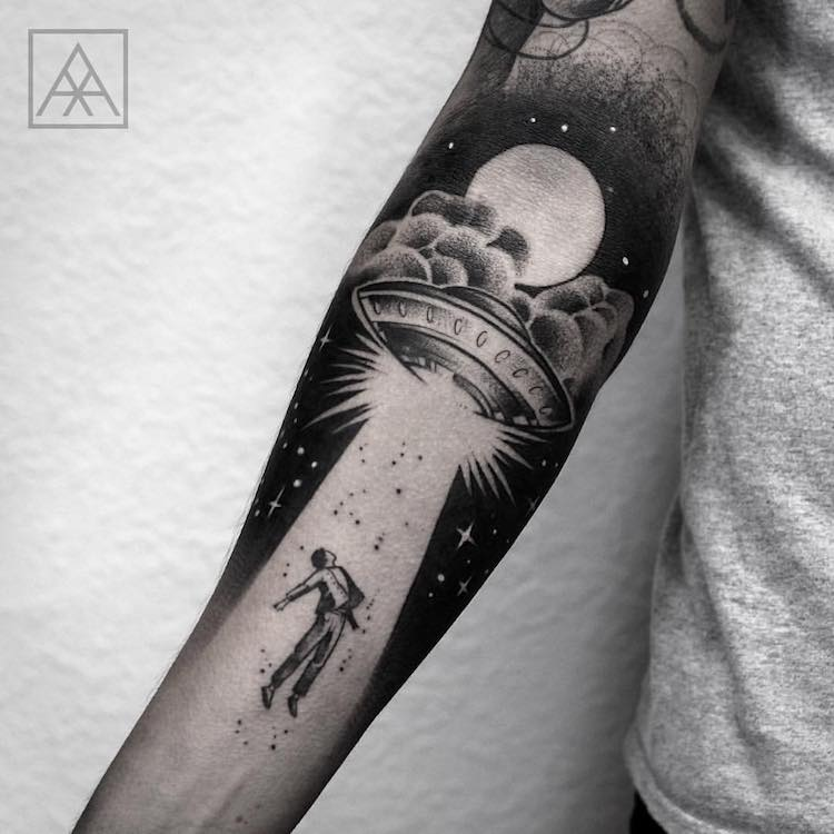 Negative Space Tattoo Maxwell Alves