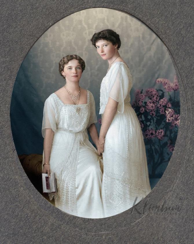 Olga and Tatiana Romanov colorized photo