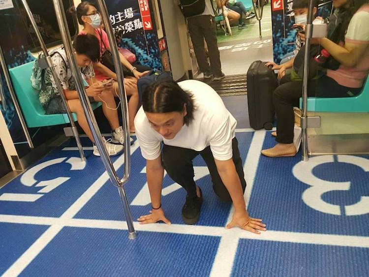 Clever Advertising Ideas in the Taipei City MRT Trains