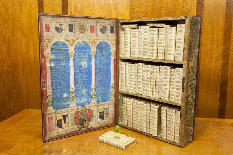 Jacobean Traveling Library