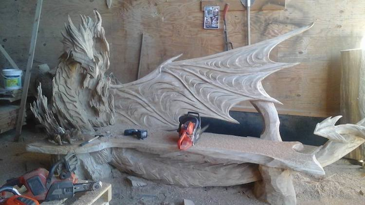 Igor Loskutow Chainsaw Carving