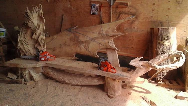Sculpture à la tronçonneuse par Igor Loskutow