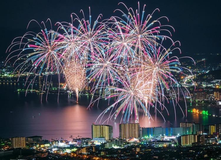 Spectacular Shots Of Summer Fireworks Festivals In Japan