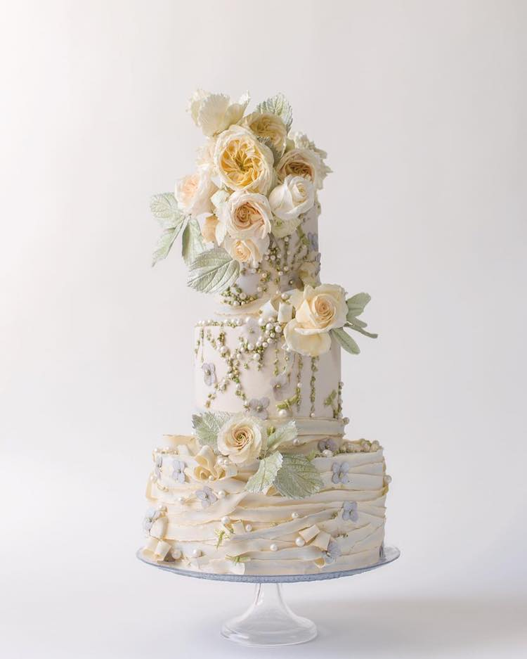 edible sugar flowers for wedding cakes like sugar flowers turn towering cakes into blooming 3829
