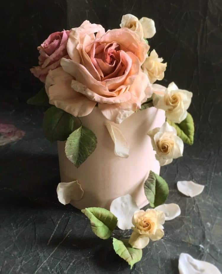 Realistic Cake Flowers by Maggie Austin