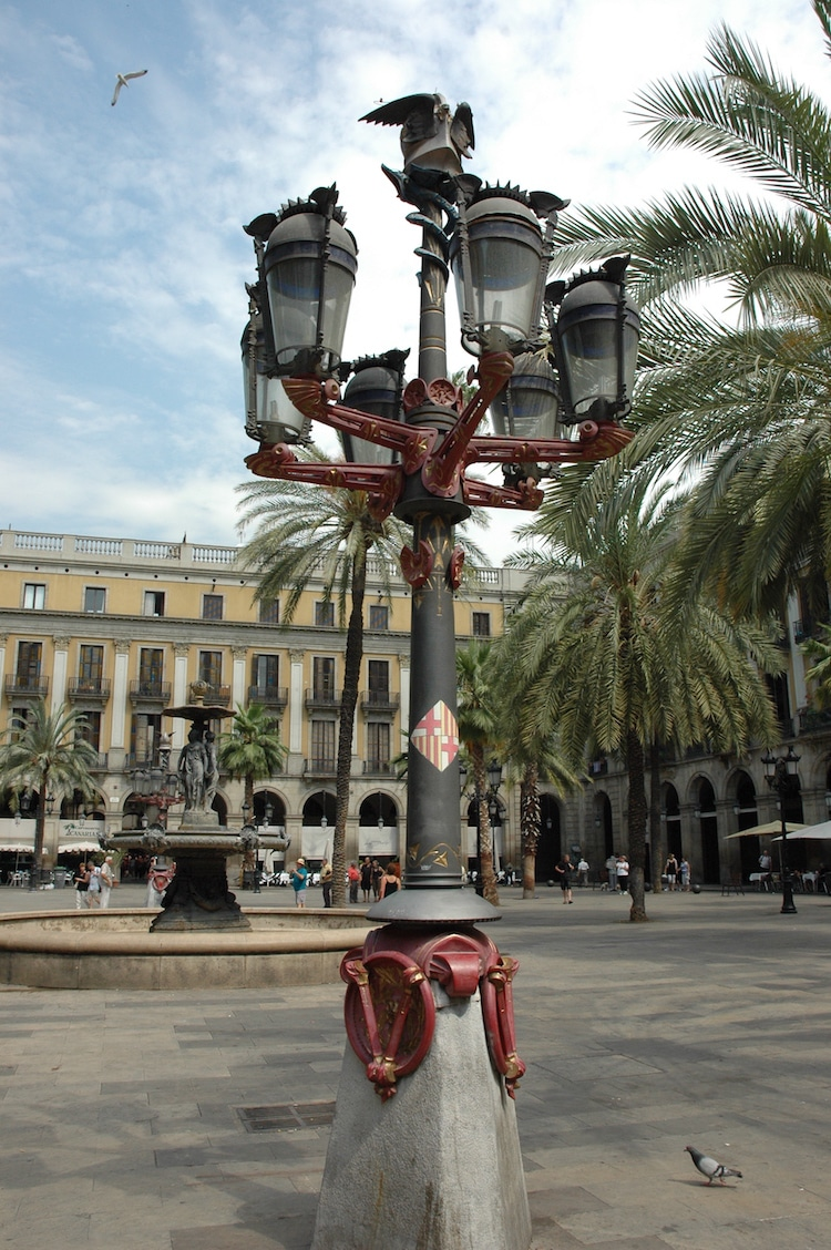 Farola modernista de Antoni Gaudí