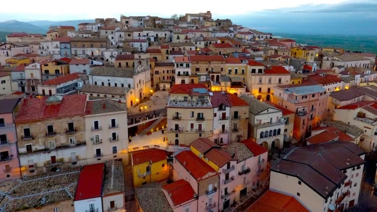 italian town paying people to move in
