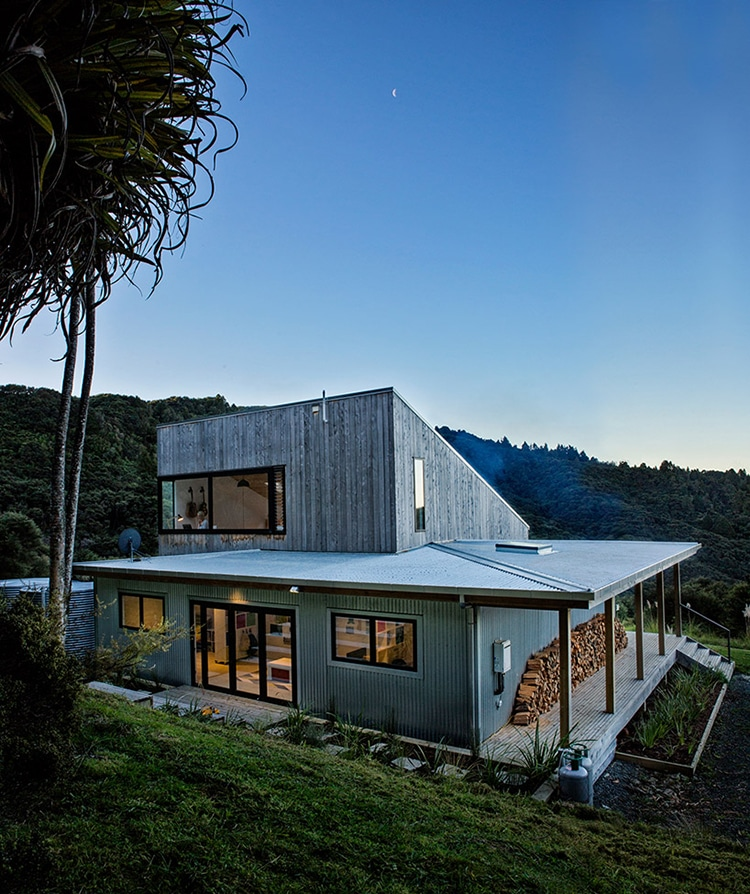 Architect's Back Country House Merges With New Zealand